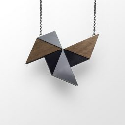 sui_wood_acrylic-necklace-windmill_black chain_3