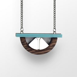 sui_wood_acrylic_necklace-bridge-1