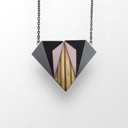 sui_wood_acrylic_necklace-diamant-2