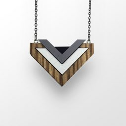 sui_wood_acrylic_necklace-heart_black chain_6
