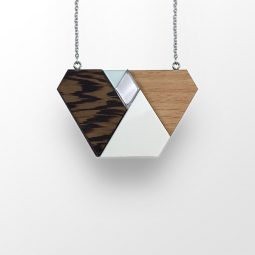 sui_wood_acrylic_necklace_shape_black chain_1